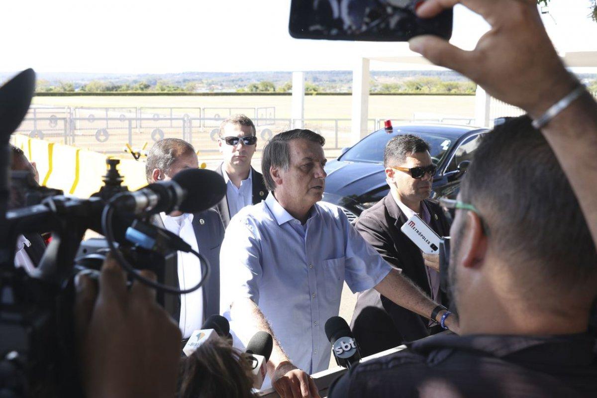 """[""""Vai ter fumacinha branca"""", afirma Bolsonaro sobre data da escolha do novo Procurador Geral da República]"""