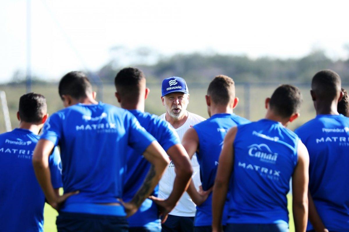[Tentando se afastar do Z-4, Bahia busca primeiro triunfo fora de casa pelo Brasileiro diante do Corinthians]