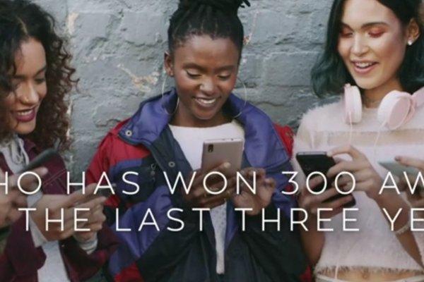 [Com foco nas mulheres e causas sociais, Avon  apresenta novo posicionamento de marca  ]