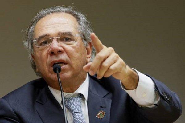 [Paulo Guedes fala em desonerar folha e buscar