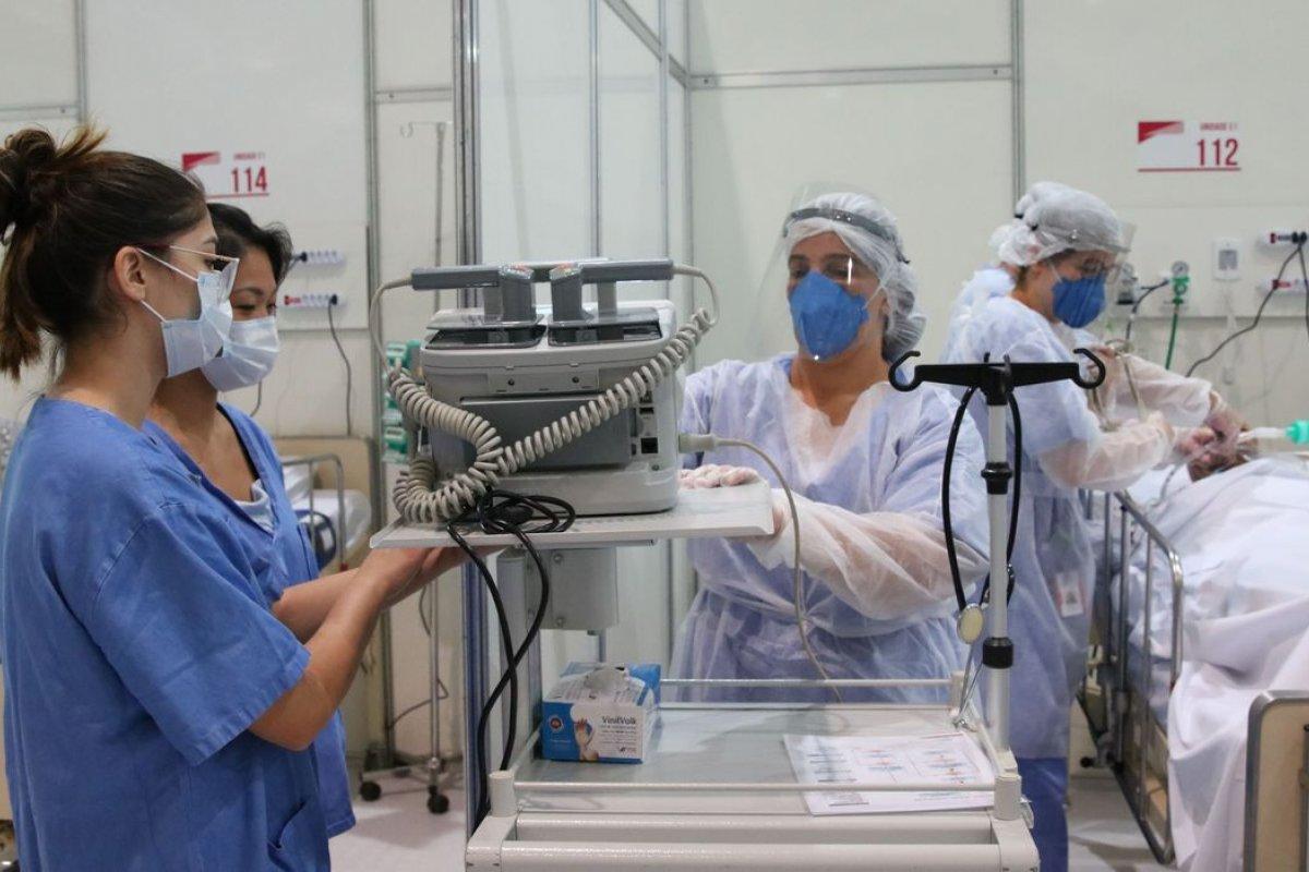 [Pacientes valorizam os médicos apesar do avanço da robótica]