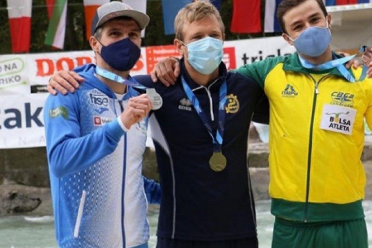 [Pepê conquista bronze inédito na Copa do Mundo de Canoagem]