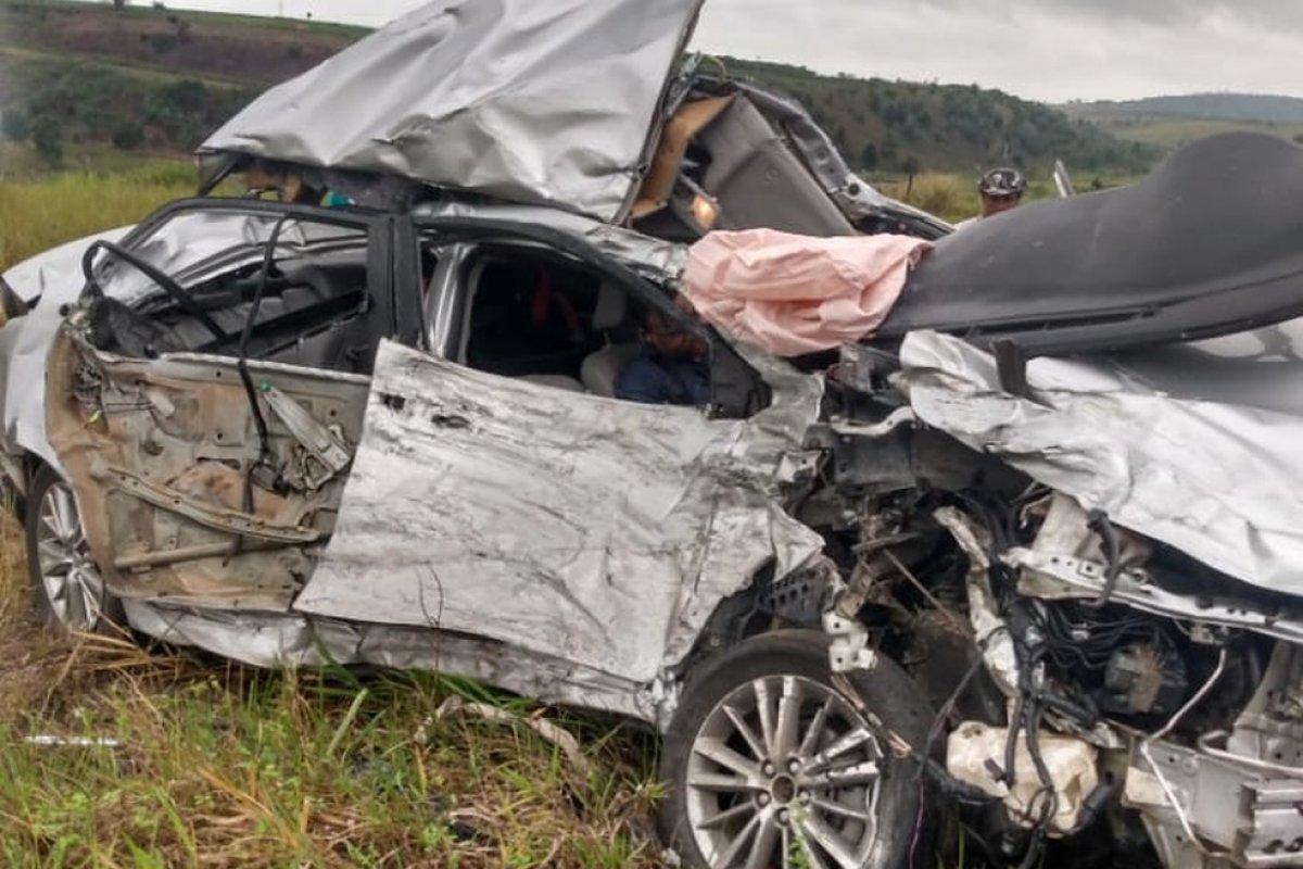 [Gerente de agência bancária morre após batida entre carro e carreta no sul da Bahia]