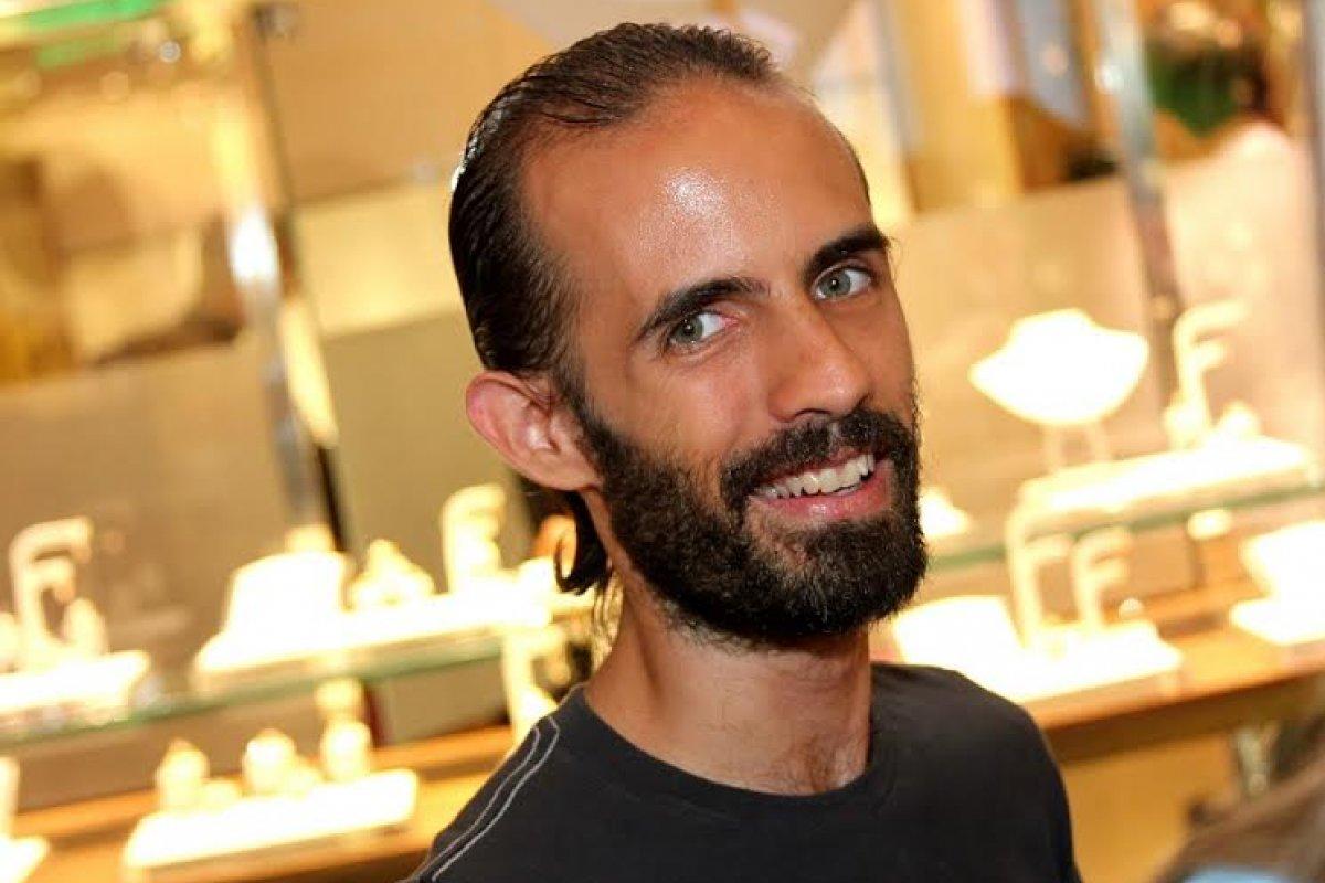 """[Stefano Diaz faz parte da Websérie Gay """"Tão só, tão seu"""", no Youtube, feita a distância na quarentena]"""