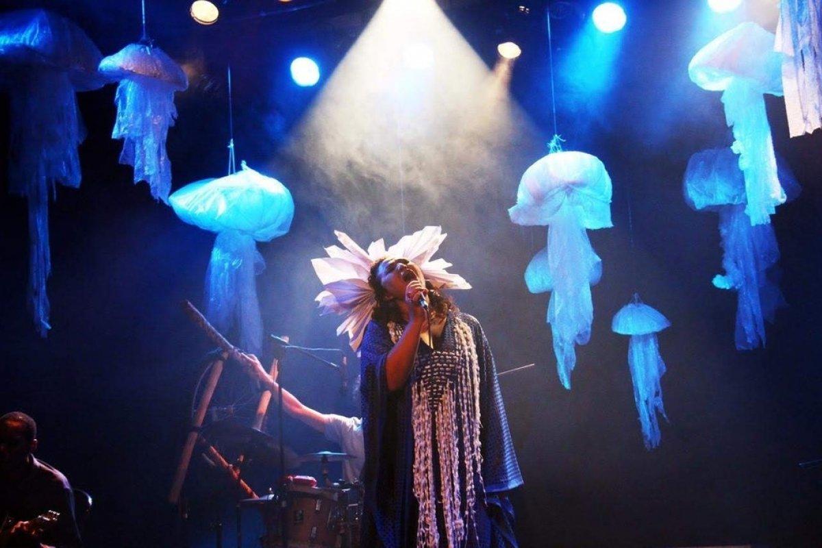 [Show inédito da cantora Ana Paula Albuquerque pode ser visto online no YouTube]