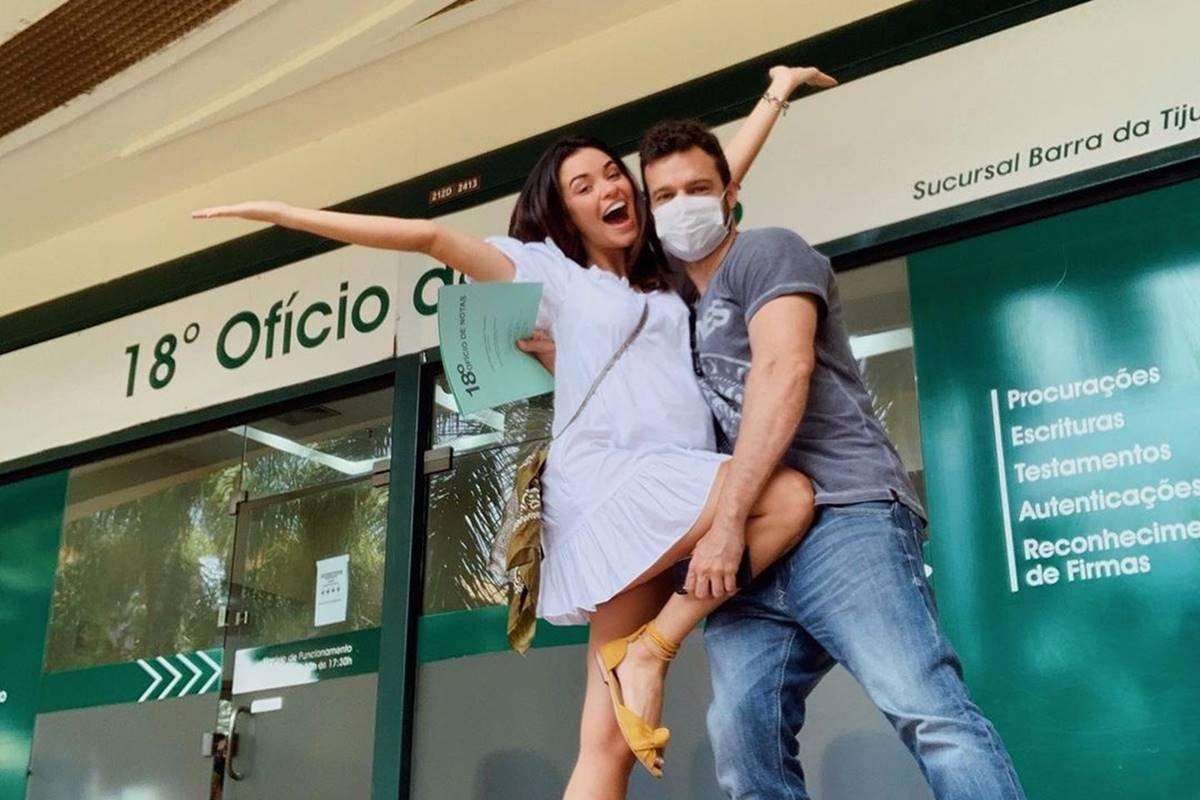 [Atriz se casa com o filho de Regina Duarte no Rio sem avisar a sogra]