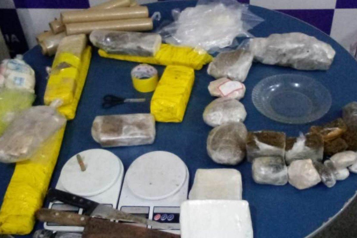 [Homem é preso após ser flagrado com mais de dez quilos de drogas no sul da Bahia]