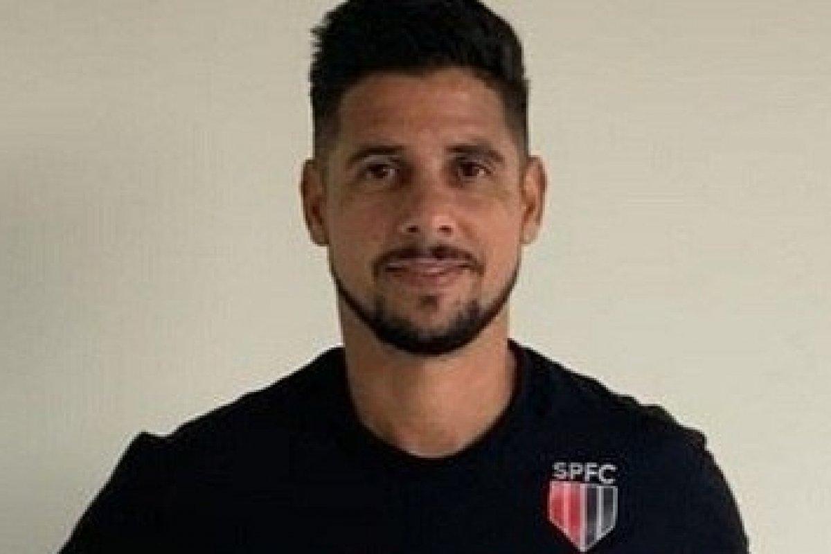 """[SBT contrata ex-lateral Cicinho para integrar a equipe do programa """"Arena SBT"""", que estreia na próxima segunda]"""