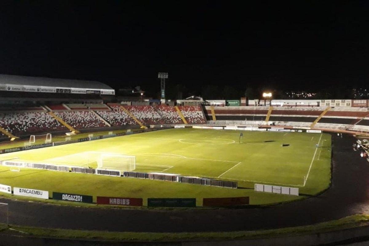 [Vitória pressiona no segundo tempo, mas perde para Botafogo-SP e chega a sete partidas sem vencer]