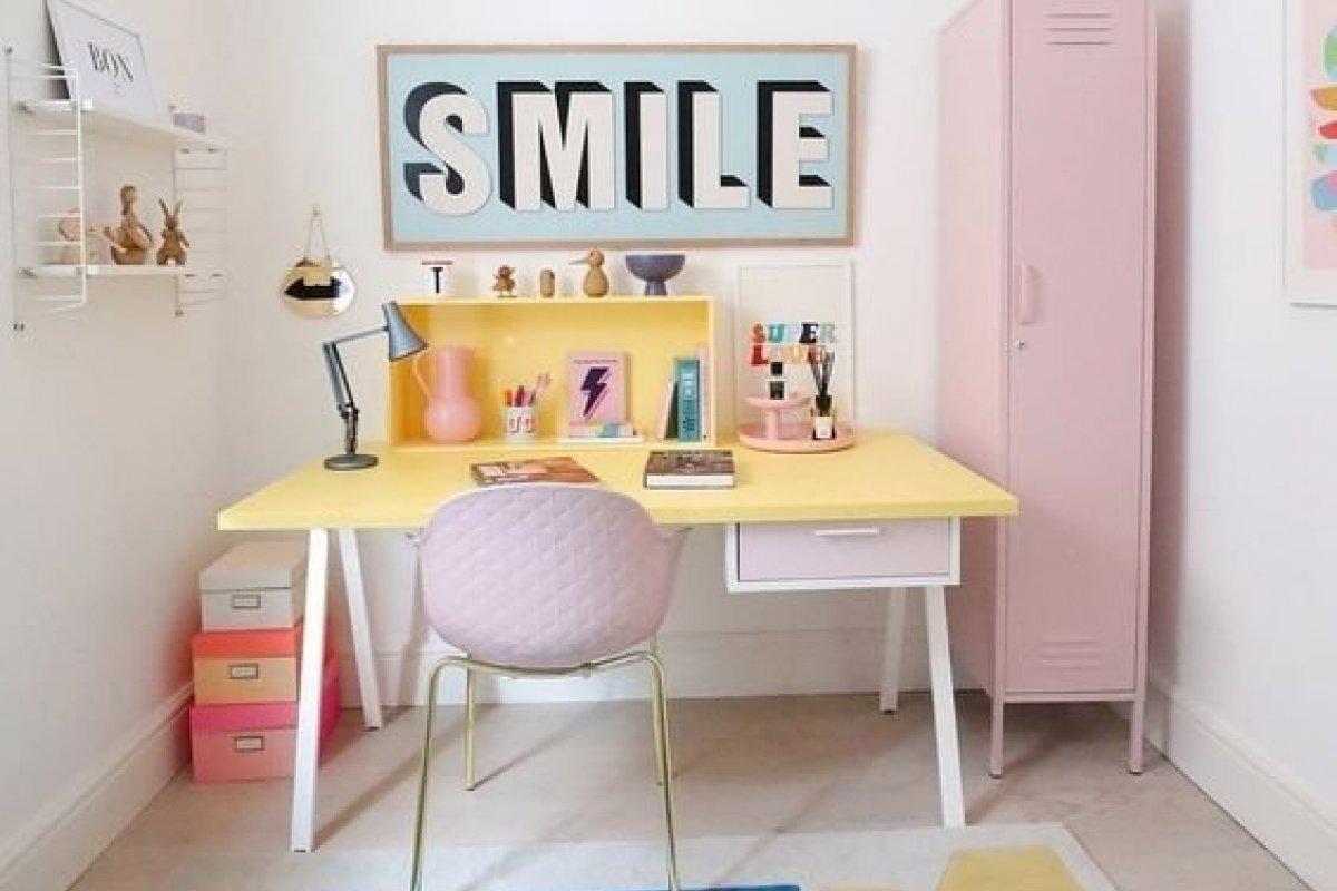 [Home office colorido: Confira inspirações ]