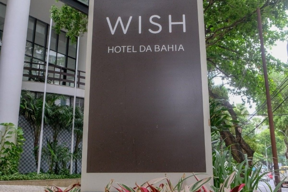 [Wish Hotel da Bahia reabre com foco em protocolos]