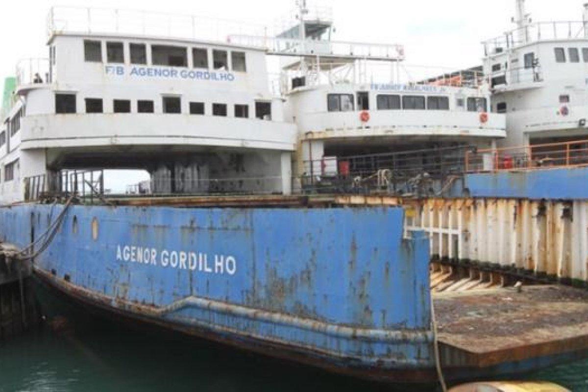 [Vídeo: Confira o afundamento do ferry-boat Agenor Gordilho]