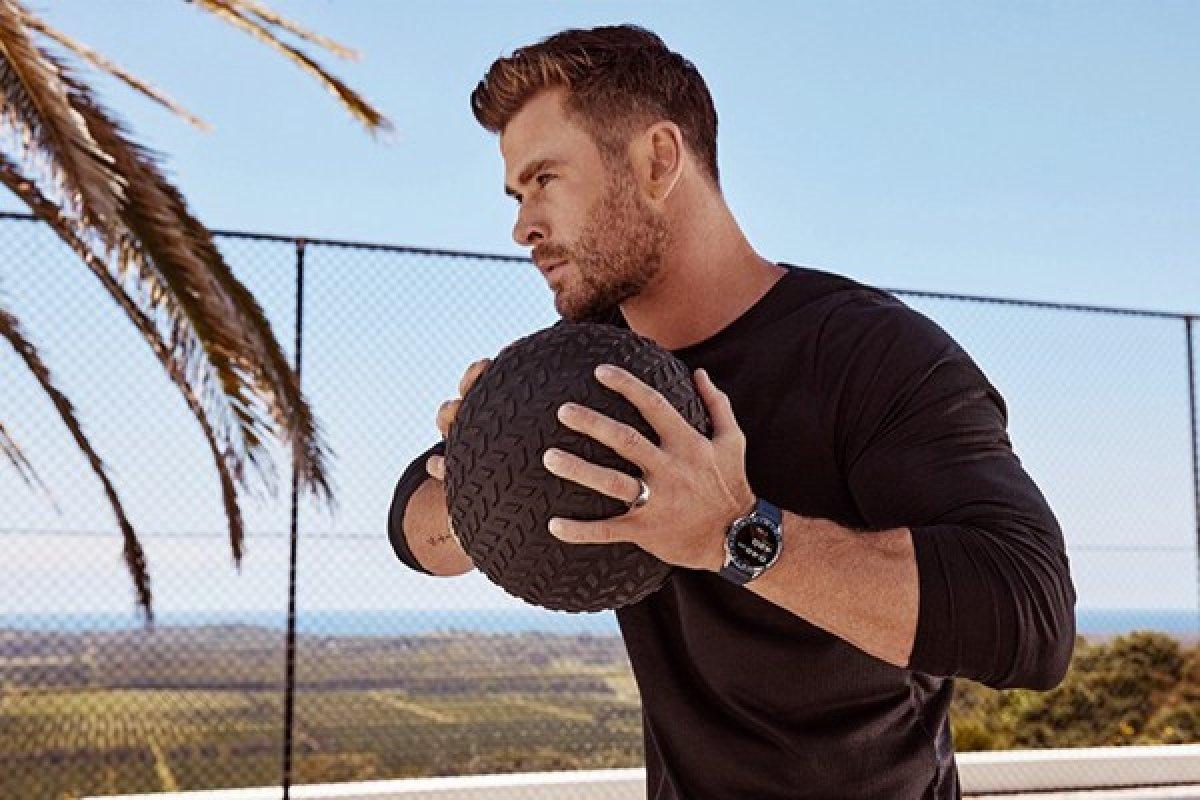 [Ator Chris Hemsworth é a estrela da campanha de relógios da TAG Heuer]