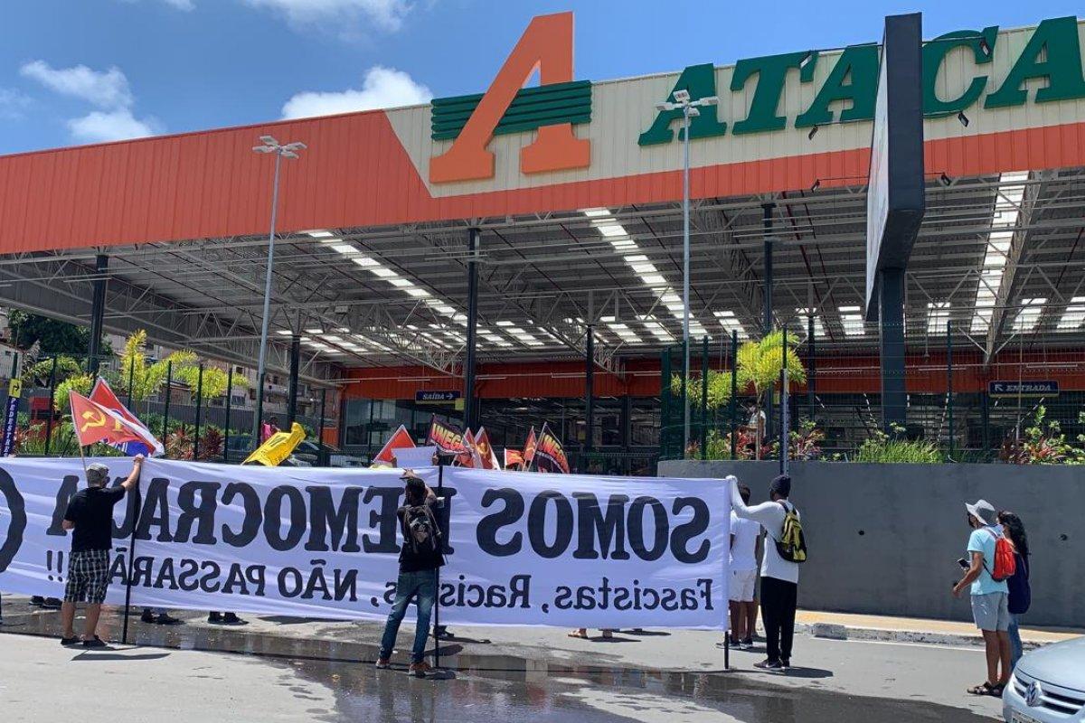 [Vídeo: Manifestantes fazem protesto em frente ao Atacadão, em Salvador ]
