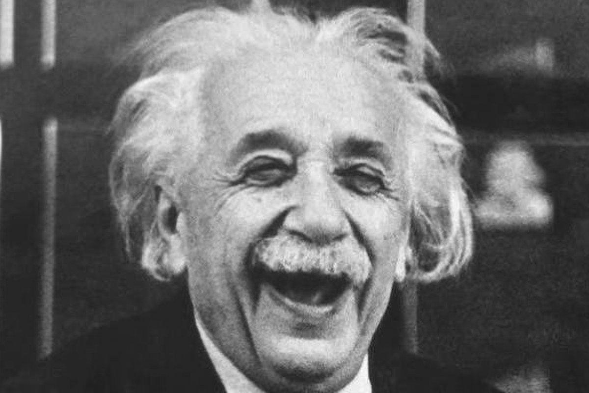 [Olha o Einstein ai gente!]