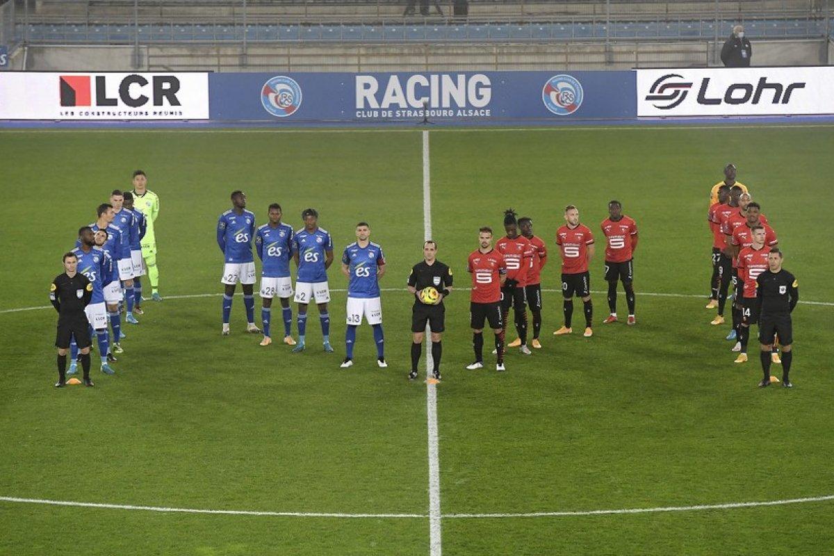 [Em campeonato francês, jogadores formam letra 'M' em campo em homenagem a Maradona]