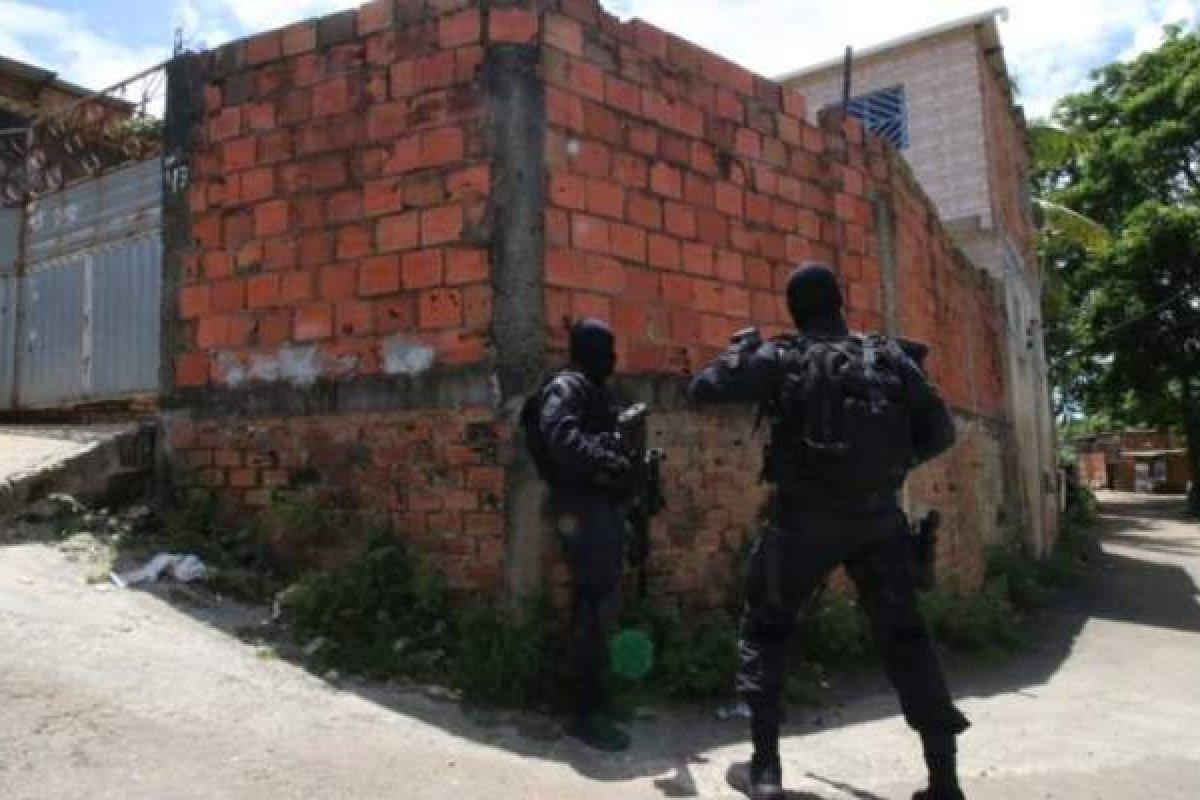 [São liberadas mãe e filha feitas reféns em casa no bairro de Águas Claras ]