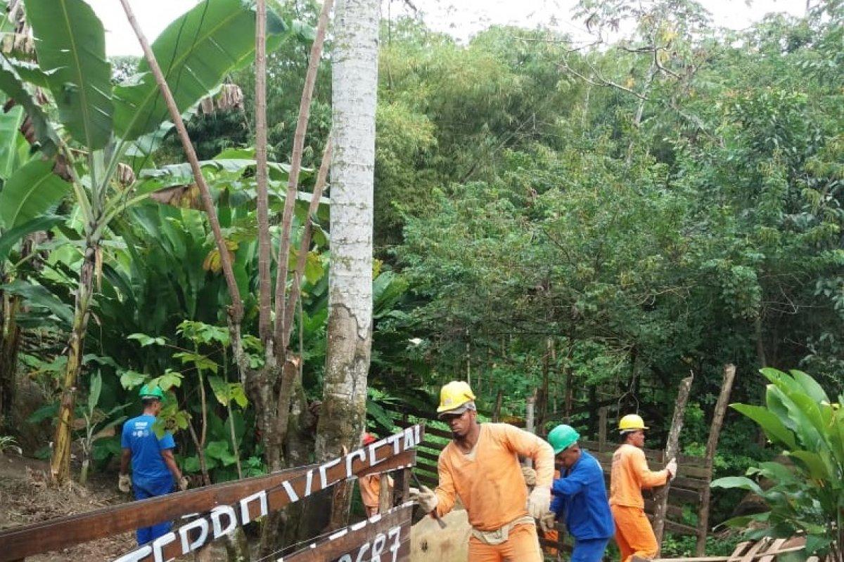 [Demarcações de terras irregulares e barracos desabitados são removidos durante operação da Sedur em área da Pedra de Xangô]