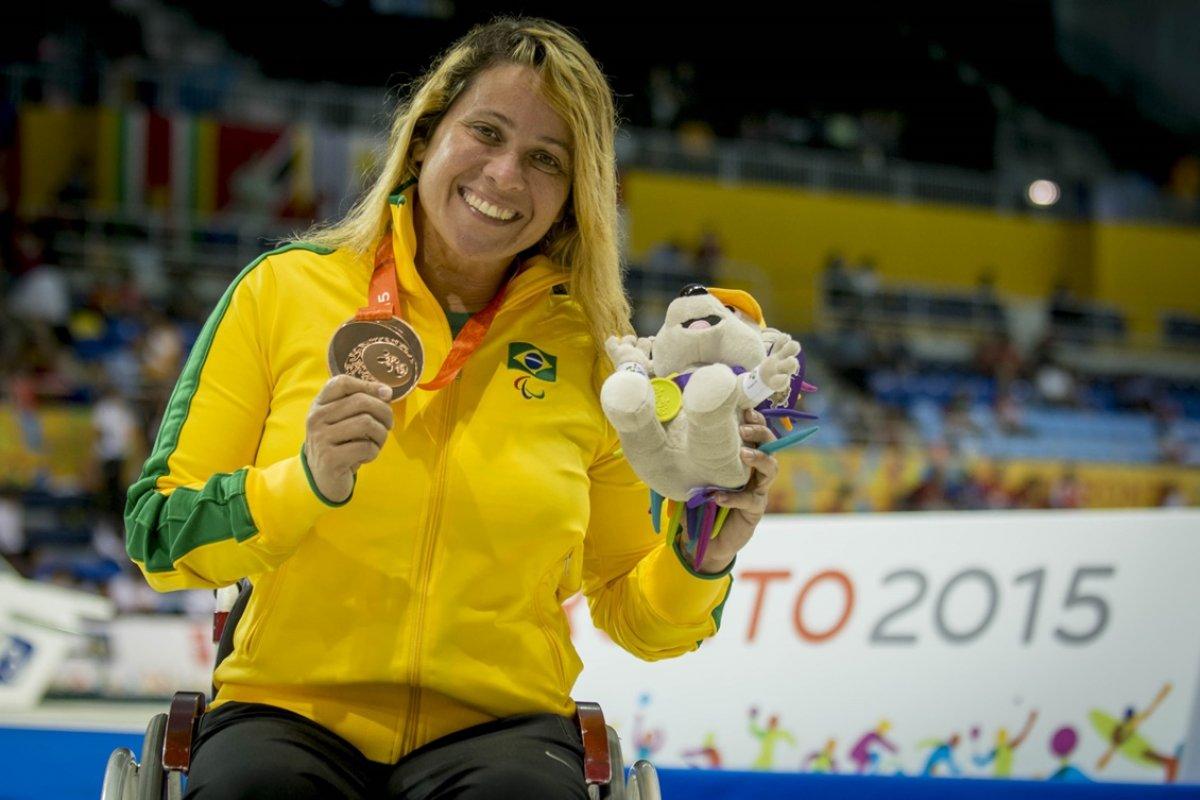 [Nadadora paralímpica medalhista em Pequim realiza vaquinha para tratamento de doença]