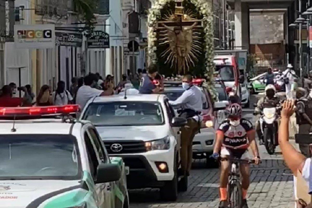 [Vídeo: Imagem do Senhor do Bonfim peregrina no Centro Histórico de Salvador ]