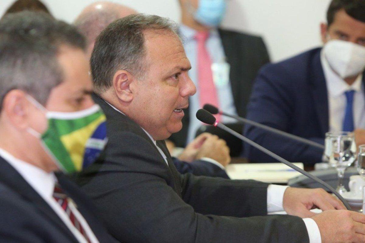 [Pazuello diz a prefeitos que vacinação contra a Covid-19 começa dia 20 de janeiro]