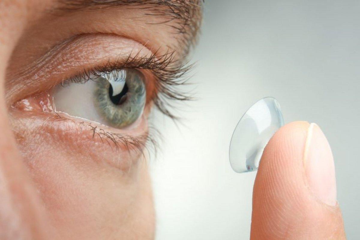 [  7 sinais de alerta para quem usa lentes de contato]