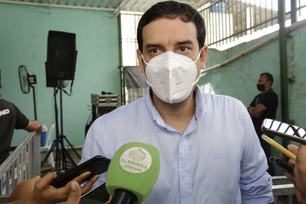 [Leo Prates coloca culpa em Bolsonaro sobre não entrega da Pfizer]