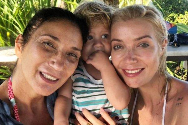 [Luiza Possi curte férias na Bahia com a família ]
