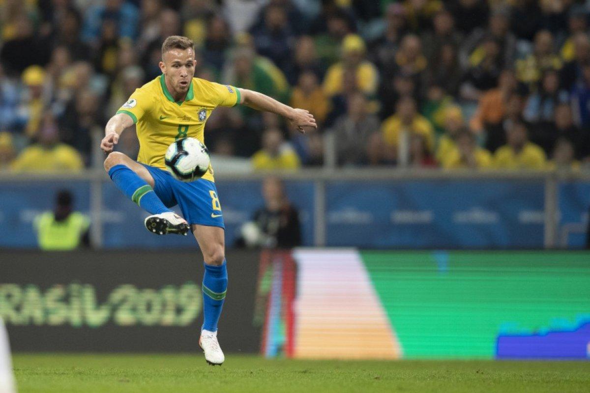 [Brasil lidera ranking de venda de jogadores pelo mundo em 2020, aponta Fifa]