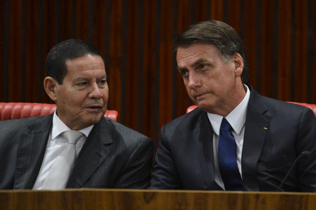 """[Queda da popularidade de Bolsonaro é atribuída a """"ruídos"""", diz Mourão]"""