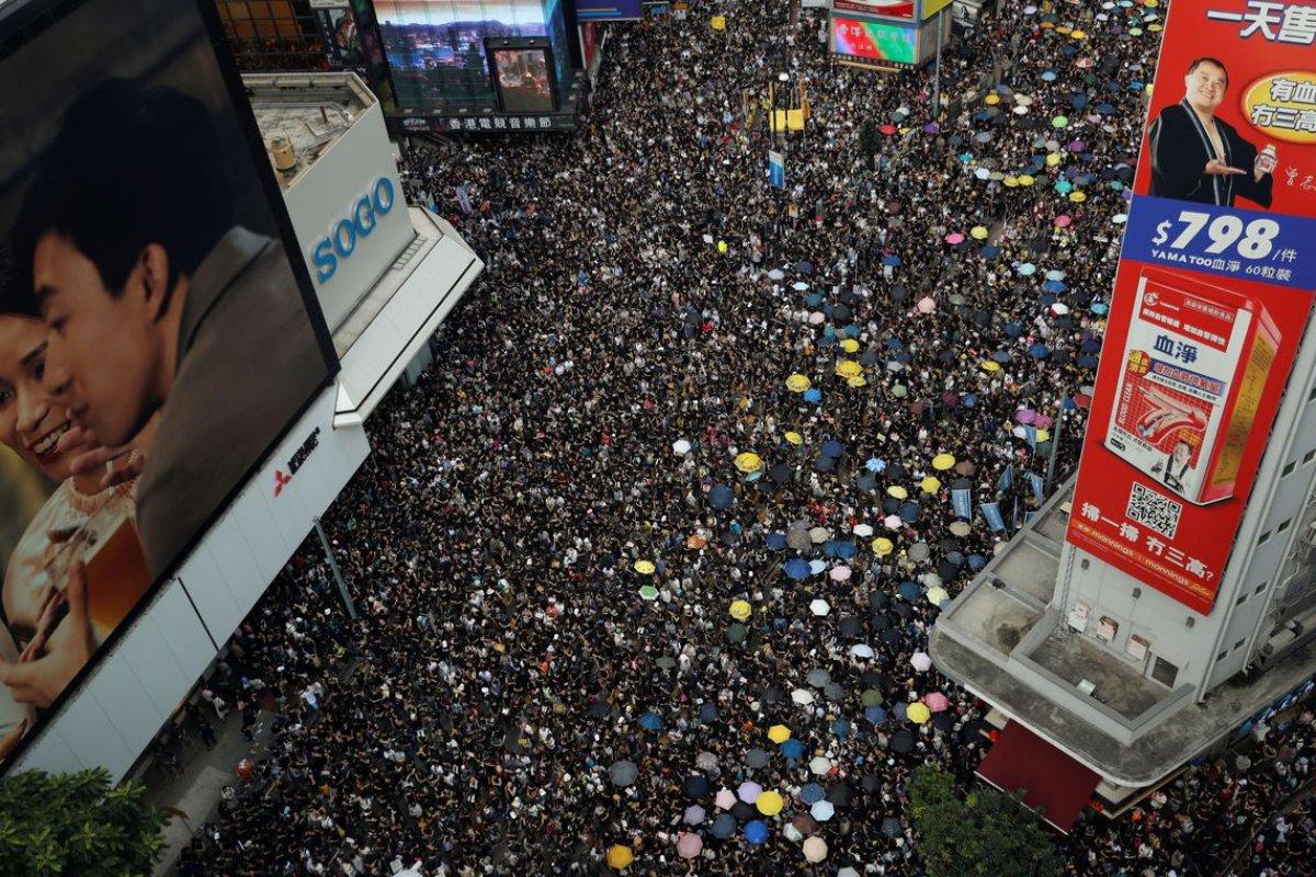 [Professores se juntam e protestam em Hong Kong]