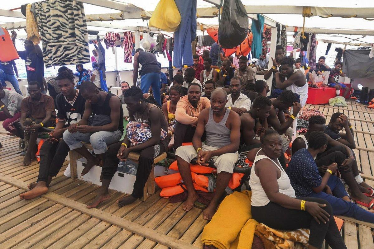 [ONG que resgatou migrantes no Mediterrâneo declara 'situação de necessidade']