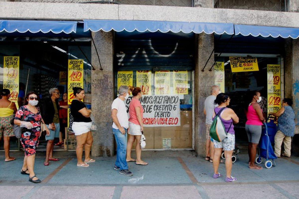 [Brasileiros estimam que inflação deve subir para 5,3%, diz FGV]