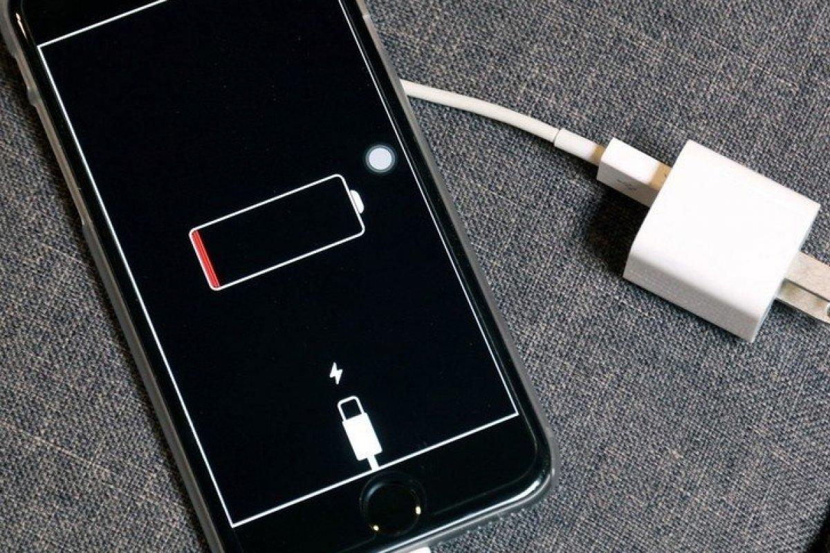 [Próximas gerações de iPhones poderão prever hora em que bateria vai descarregar]