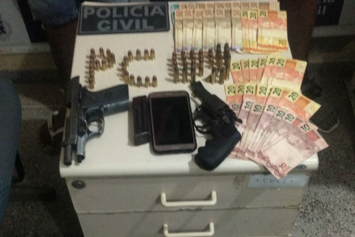 [Homem é preso e adolescente detido suspeitos de roubo em Valença, na Bahia]