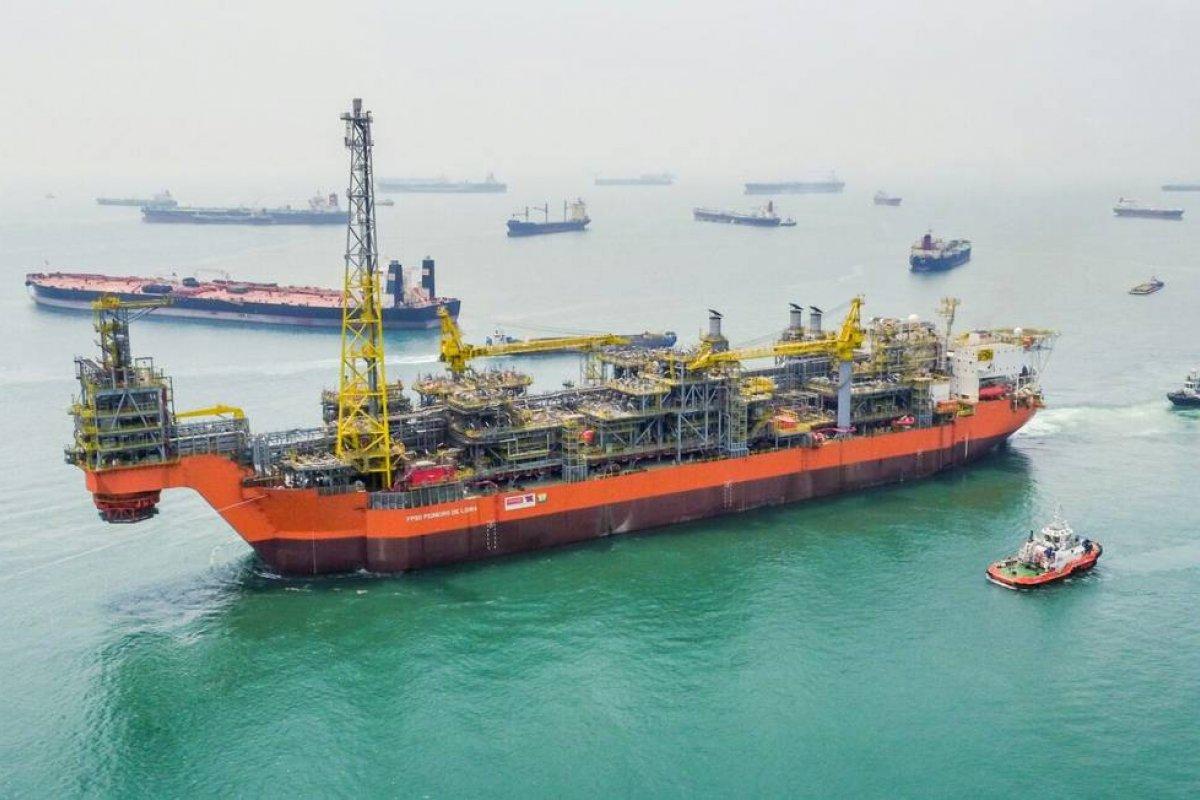 [Consórcio comandado pela Petrobras devolve parte da área do megacampo de Libra para ANP]