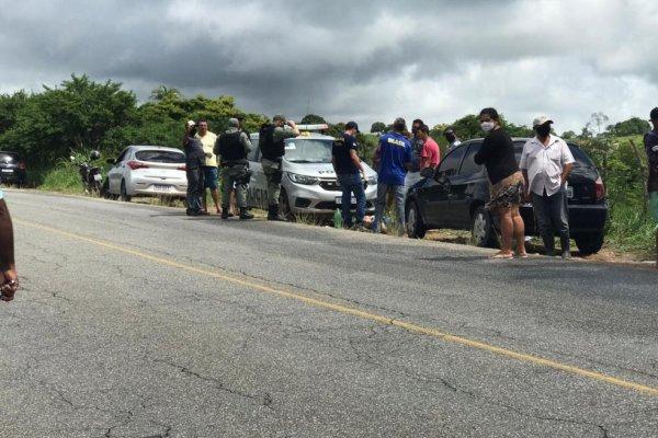 [Polícia encontra dois corpos dentro de carro às margens da PE-177]