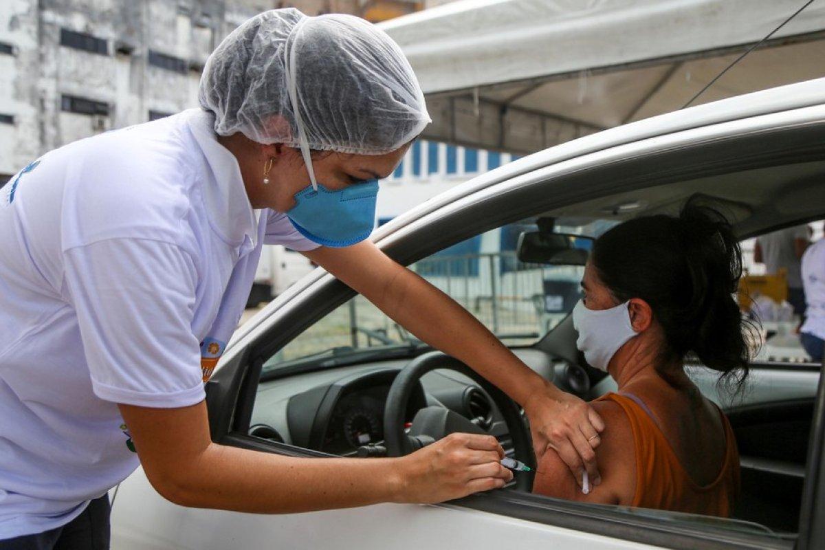[Público-alvo da vacinação da Covid-19 nas capitais apresenta variação de 48 a 65 anos]