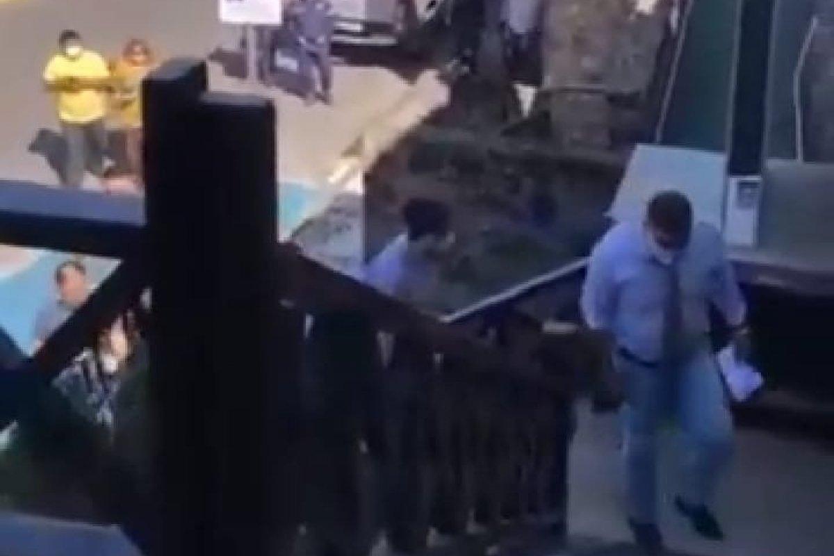 [Vídeo: Prefeito do interior do Ceará tenta desapropriar hotel a força alegando ser para unidade de tratamento da Covid]