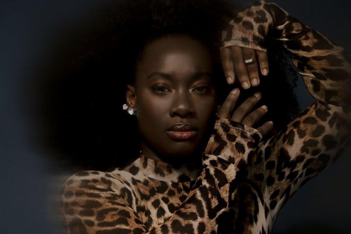 [Nara Couto enaltece a beleza da mulher negra em remix de
