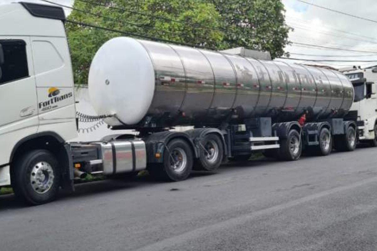 [Polícia apreende carga de etanol que havia sido roubada em Pojuca]