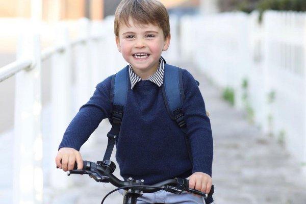 [Palácio divulga nova foto de príncipe Louis para celebrar aniversário do garoto ]
