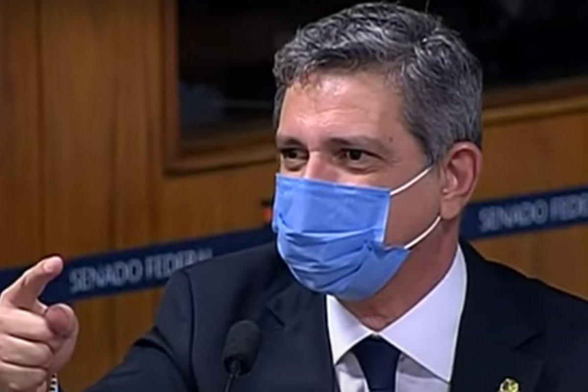 [Senador diz que descuidos de Bolsonaro com a pandemia foram intencionais]