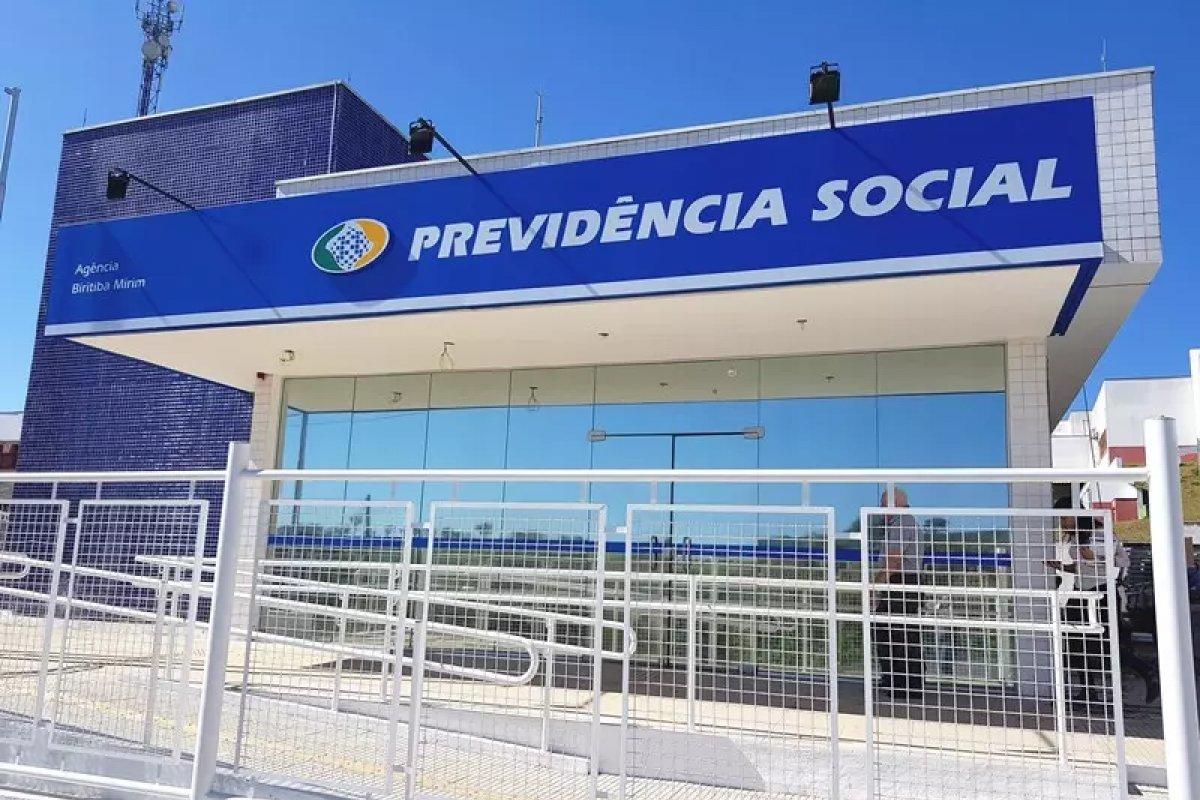 [Governo antecipa pagamento do 13º salário a aposentados e pensionistas do INSS]