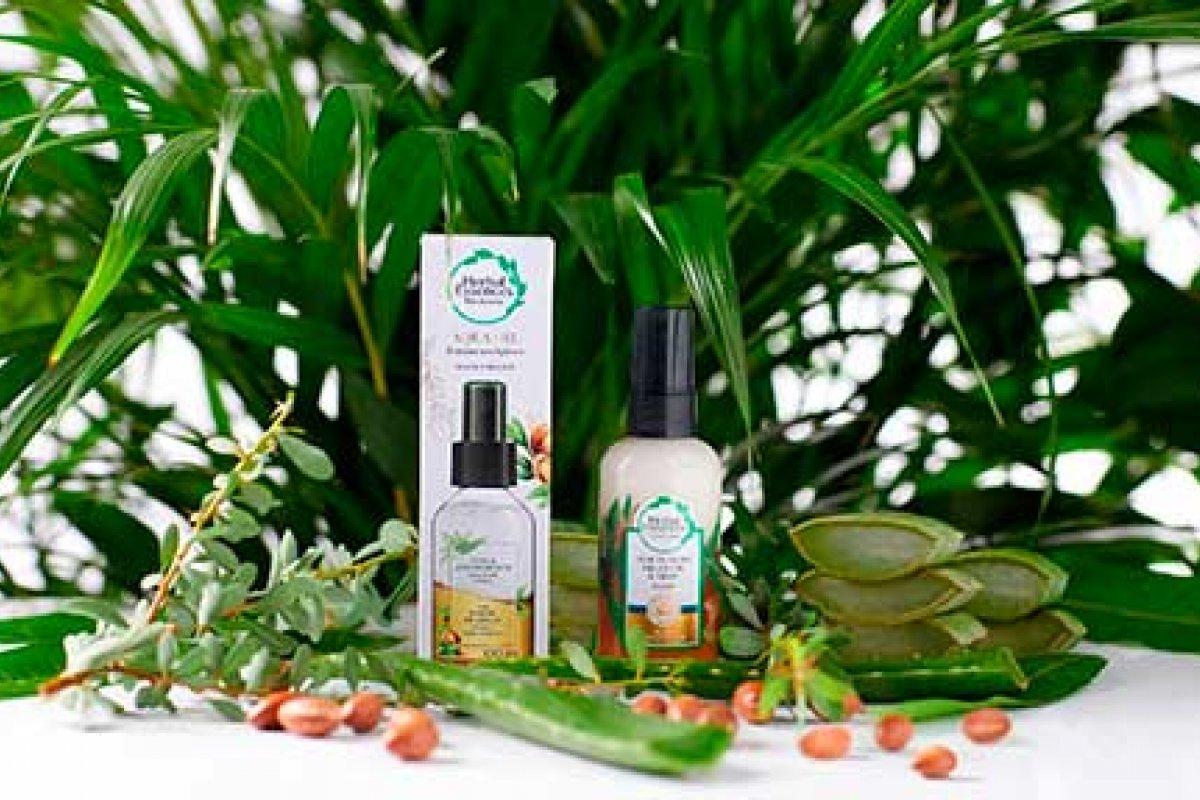 [Herbal Essences traz ao Brasil os novos Aqua-Oils bifásicos]