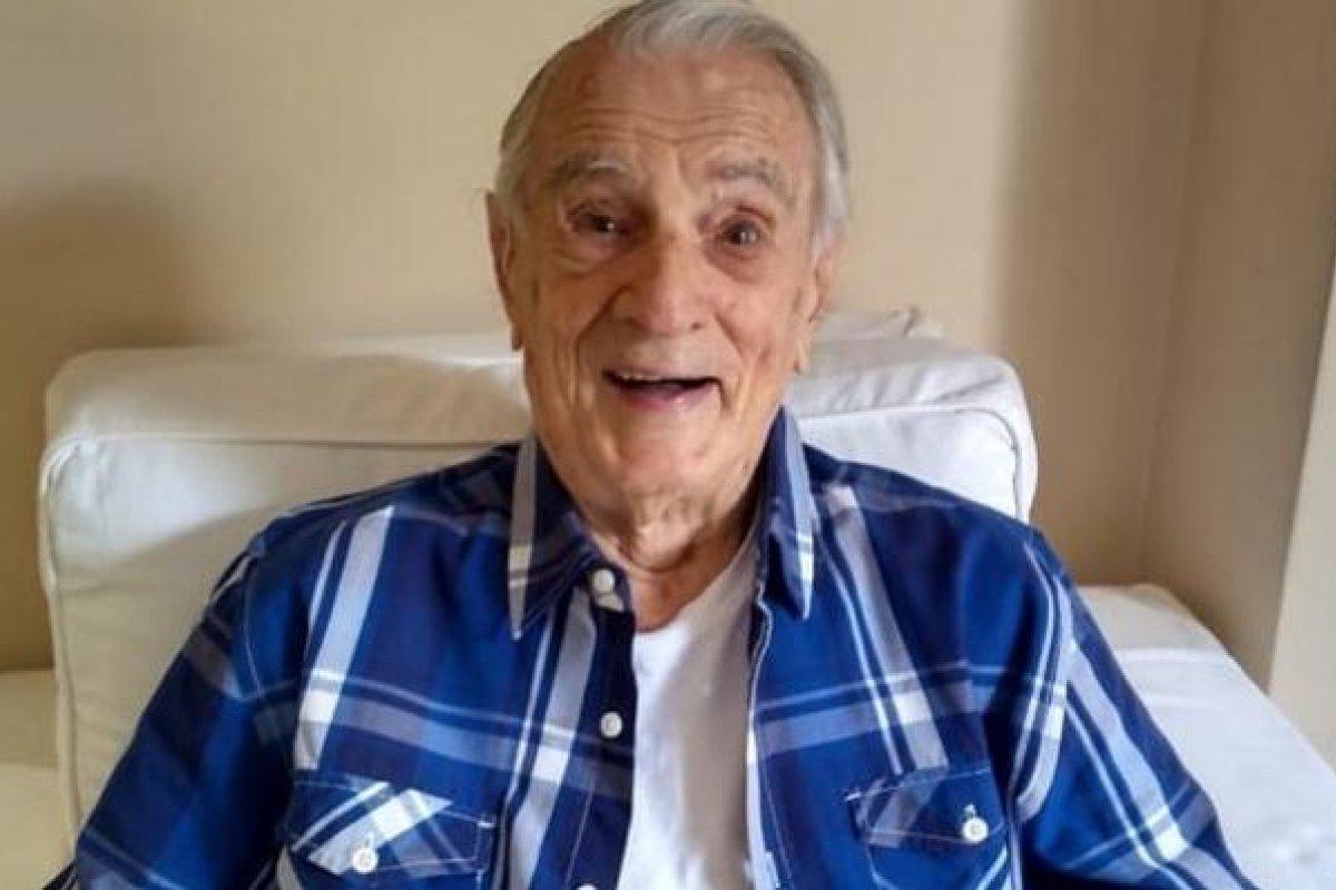 Aos 101 anos, o eterno Seu Peru da Escolinha do Professor ...