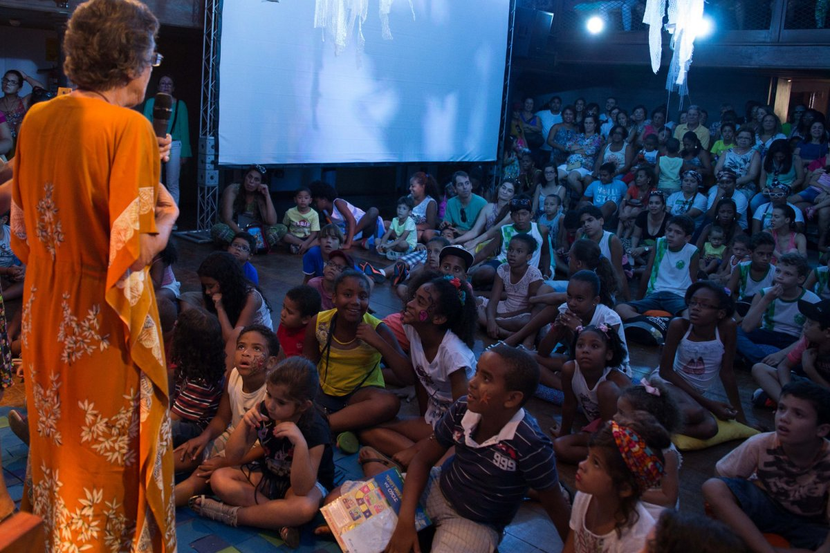 [Contação de história gratuita com a escritora Iray Galrão acontece no Rio Vermelho, neste domingo (8)]