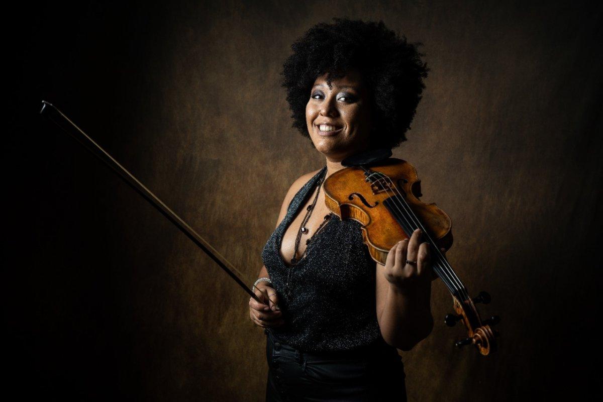 [Violinista de Salvador abre campanha de financiamento para ser 1ª baiana a estudar na universidade dos EUA]