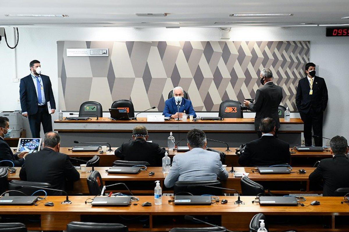 [CPI da Covid aprova quebra de sigilos de Pazuello, Ernesto Araújo e de secretários do ministério da Saúde]