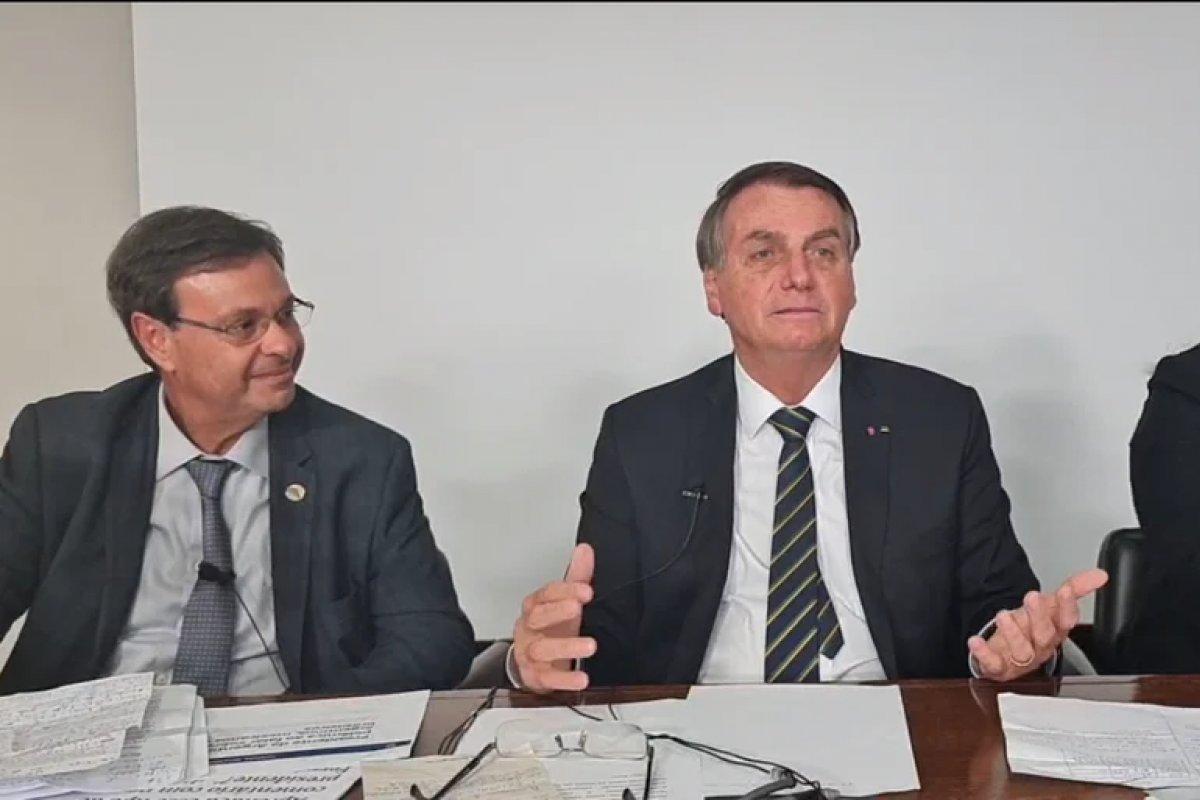 [Sem citar os nomes, Bolsonaro volta a defender a cloroquina e ivermectina como tratamento precoce da Covid]